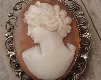 Vintage shell carved Cameo brooch