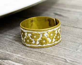 White flower ring - gold