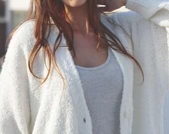 Vintage 90's white oversized boucle cardigan sweater size L Avant Garde Sweater