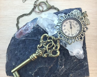Steampunk Pocket Watch Key Necklace - Vintage Victorian Style Key Cosplay Apocalyptic Steampunk Gypsy Boho Jewellry - WATCH REALLY WORKS!