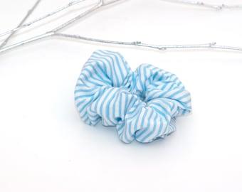 Haar Scrunchie, blauw en wit gestreepte strepen Scrunchie, handgemaakte Scrunchy, katoen Scrunchie, Festival Fashion, haaraccessoires, katoen