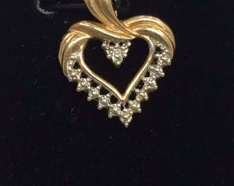 PRETTY 10K Yellow Gold Diamond HEART Charm Pendant Great Deal!