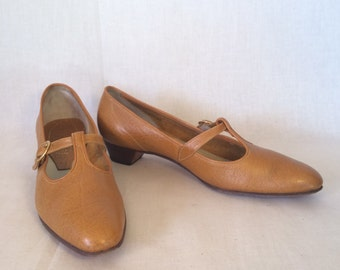 Vintage Mustard T Strap Heels // Amalfi by Rangoni Low Heel // Size 6 1/2 AAAA Narrow Shoes