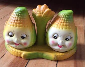 Vintage 1950s Corn Cob Salt and Pepper Shakers!