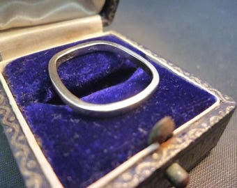Unique vintage sterling silver ring - 925 - UK L half - US 6.25