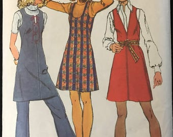 Simplicity 9609 - 1970s Mini Length Jumper with Round, Scoop, or V Neckline and Bell Bottom Pants - Size 10 Bust 32.5