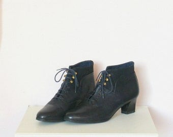 Vintage Dark Navy Leather Lace up Ankle Boots / Pointy Toe Low Heel Booties / EU 37