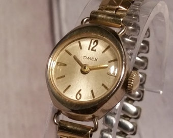 Timex. Vintage Timex, Timex Watch,  Petite Mechanical. Montre Femme, Women's Mechanical, Wind Up Watch, Women's Timex, Timex Ladies Watch.