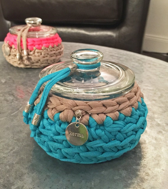 Blue Karma I - crochet bowl - teal-blue with sand-colored trim & karma-charm - jewelry box - cookie jar - gift - storage