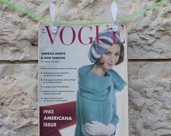 Vintage VOGUE magazine February 1962 // Vintage Vogue 1962 // Vintage Vogue //  Vintage magazine // Cover Karen Radkai //60s
