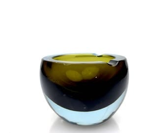 Murano Glass Bowl or Ashtray for 2 cigarettes attributed to Flavio Poli for Seguso Vetri D' Arte in Sommerso Style, 1960s.