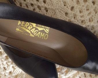Vintage Navy Leather Pumps Salvatore Ferragamo 8 1/2 B