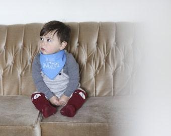 Hand printed Baby bandana bib, JE SUIS AWESOME, Bilingual Baby, English, French, Drool bib, Handmade, Canada, Francais, Frenglish, Montreal