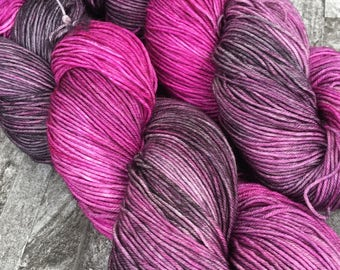 Buffy -  Hand Dyed 75/25 Superwash Merino/Nylon - 100g/425m - Sock Yarn