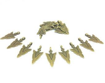 20 charms Chevron Triangle Bronze 31x15mm