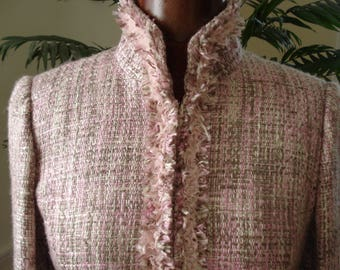 VINTAGE Coco Chanel style Woven BOUCLE SUIT. Jackie Kennedy style 2 piece Suit, with chic classic styling.  Size - 6.