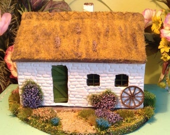 1/48, traditional, Irish thatch cottage, dolls house.