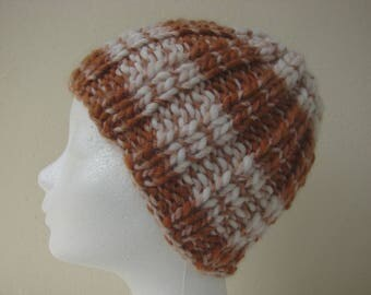 Chunky knit hat golden brown white teen warm comfortable winter hat knit in round cognac thick and thin woolen acrylic effect yarn teen hat