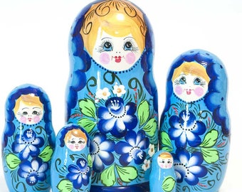 Nesting dolls Pions on Blue. Russian matryoshka doll with flowers - kod544p