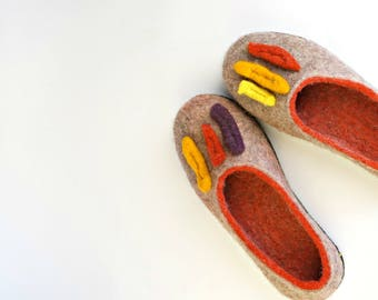 ON SALE women 8-8.5 grey slippers with soles/Natural organic wool slippers/House slippers/Felt wool shoe slippers/Handmade shoes