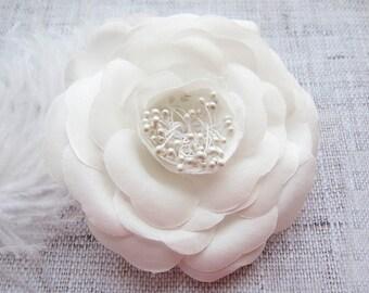 White Wedding flower Wedding hair clip Wedding hair piece Flower Hair Clip Wedding Hair Accessories Bride flower clip Bridal flower hairclip
