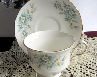 Queen Anne by Ridgway 8564 with delicate White Flowers Bone China Cup and Saucer - Made in England