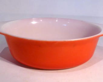 Red / Coral JAJ Pyrex casserole dish – original from the 1960s