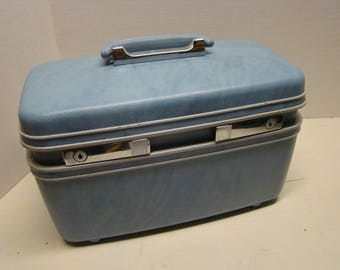 Samsonite blue  train case.  Wonderful luggage with no interior staining or major scuffs or blemishes. No key, latches and opens perfectly.