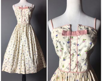 Vintage 50s dress / 1950s dress / floral dress / novelty print dress / insect bug dress / fit and flare dress / cotton dress / M5251