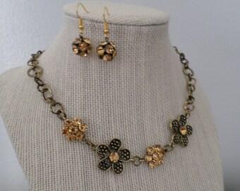Gold sparkling earrings