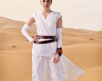 McCall's 7421, Star Wars, Rey, The Force Awakens, Costume Pattern, Cosplay, Tabard, Top, Cropped Pants, Gauntlets, Belt, Cuff, S-XL, UN-CUT