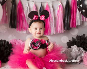 Let's party Minnie. Hot pink and black minnie mouse first birthday outfit , minnie mouse cake smash outfit, pink minnie mouse tutu outfit