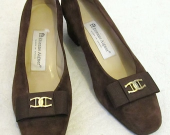 C0UPON C0DE Sale!!Lovely Vintage 70's,Brown SUEDE Pumps,Made In SPAIN By Etienne Aigner.6M