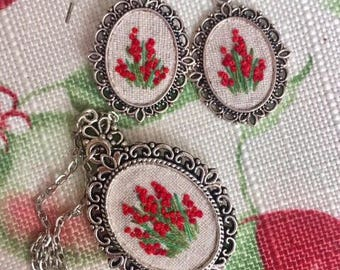 Beautiful embroidered set: pendant and earrings