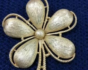 Vintage brooch .1970, trifari, gold metal