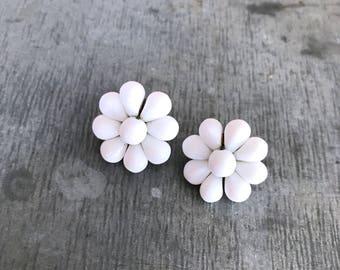 Cute white glass earrings, clip on earrings, white earrings, vintage earrings, bridal earrings, milk glass earrings, vintage white flower