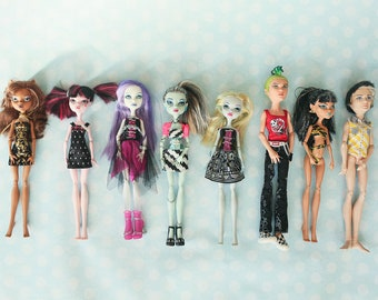 8 Monster high dolls for sale