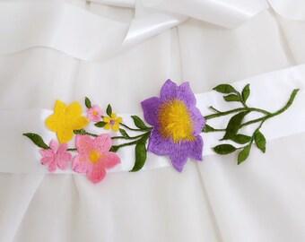 Flower belt, Floral belt, Bridal flower sash, Floral sash, Flower bridal belt, White belt, Flower sash belt, Floral embroidery sash belt