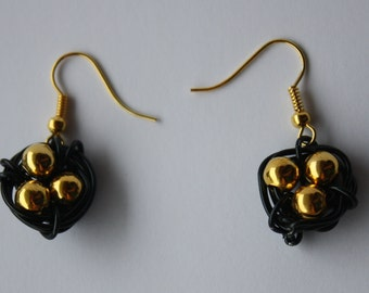 Bird Nest earrings - black and gold