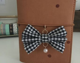 Checkered TN bow charm