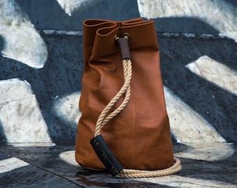 Maruu Leather bright bucketbag