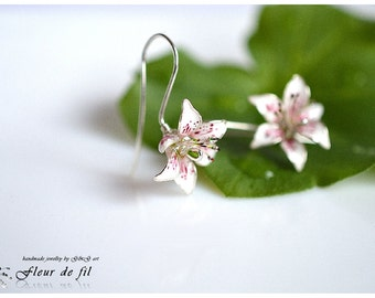 "Handmade earrings - ""Lilies"", Flowers earrings, Silver plated wire earrings, hook earrings, Crystal resin earrings, Unique earrings"