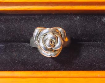 Sterling silver flower ring size 7.25