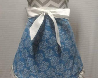 Blue and white flower half apron