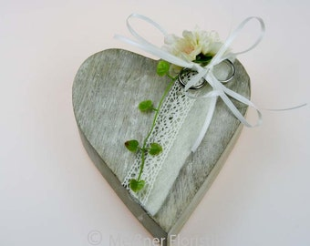 Wooden heart ring pillow cream vintage 2