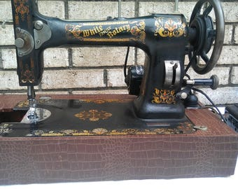 1906 White Family Rotory sewing machine in great working condition