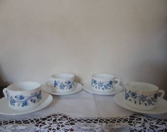 Set of 4 coffee cups or the and their saucer, Arcopal, blue flowers to Antar, opaline, deco vintage, retro, French countryside.