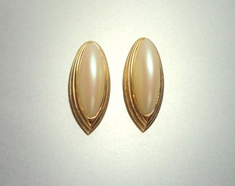 Givenchy Pearl Gold Tone Earrings Clip On Signed Givenchy Paris New York