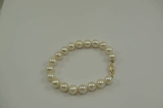 Freshwater White Pearl Bracelet 14k Yellow Gold Clasp 7 1/4 Inches Long