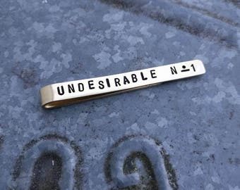 Handmade made to order. Sweater Clip-Tie clip-tie. Brass with personal text. Dimension 6.5 x 0.7 cm.